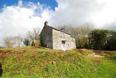 Habitable Country House to Improve