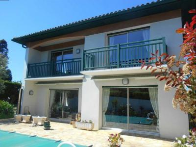 Villa with Pool, Great Location
