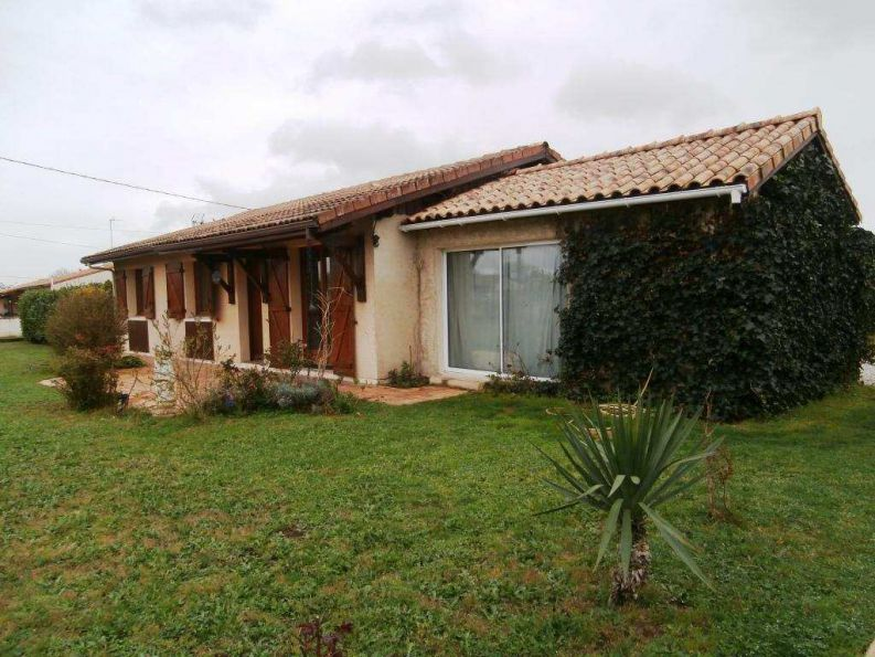 Detached House in Nice Village Setting