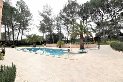 Stunning Vila with Lovely Swimming Pool
