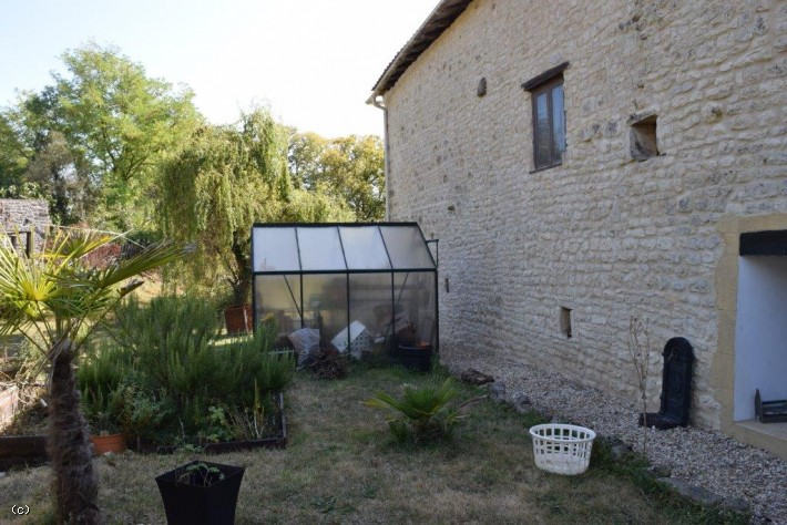 House With Guest Gite, Pool And Studio