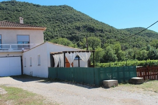 Property With Gite And 2 Annexes On About 1ha Of Land With A Private River Bank.