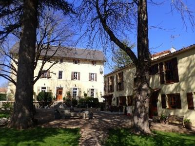 Pretty Walled Domaine With Main House (300 M2), Gites (200 M2), Pool And Excellent Revenue !