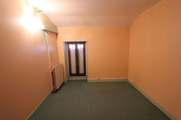 Lovely House with Terrace, Great Location