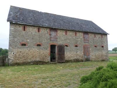 Barn to Renovate in the Countryside