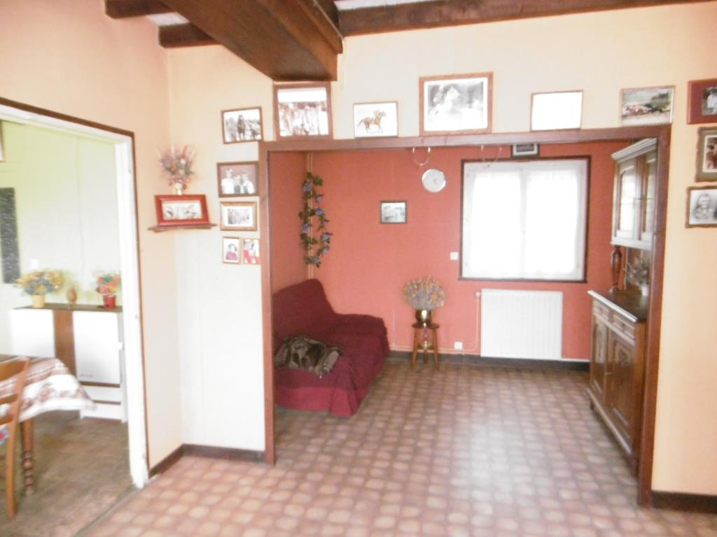 SLD02487 - Under Offer with Cle France