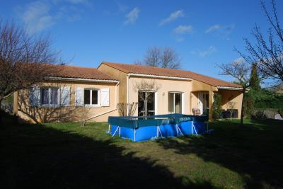 Detached Villa with Swimming Pool